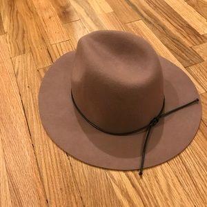 b967fd8a6 Urban Outfitters Ecote Anna Felt Panama Hat NWT